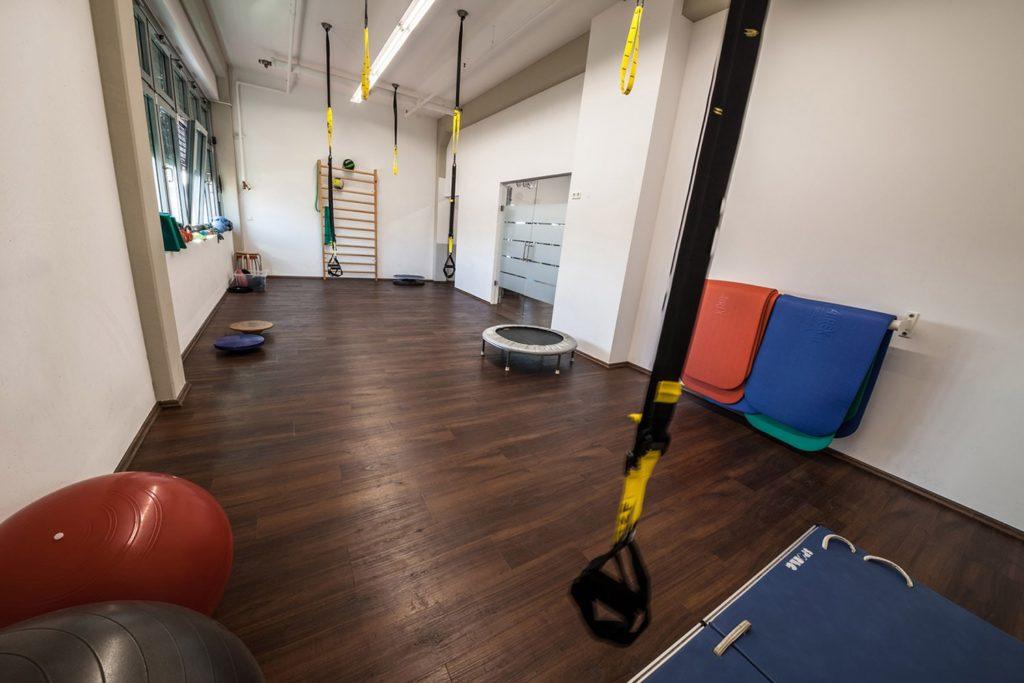 PHYSICS Gymnastikraum von hinten