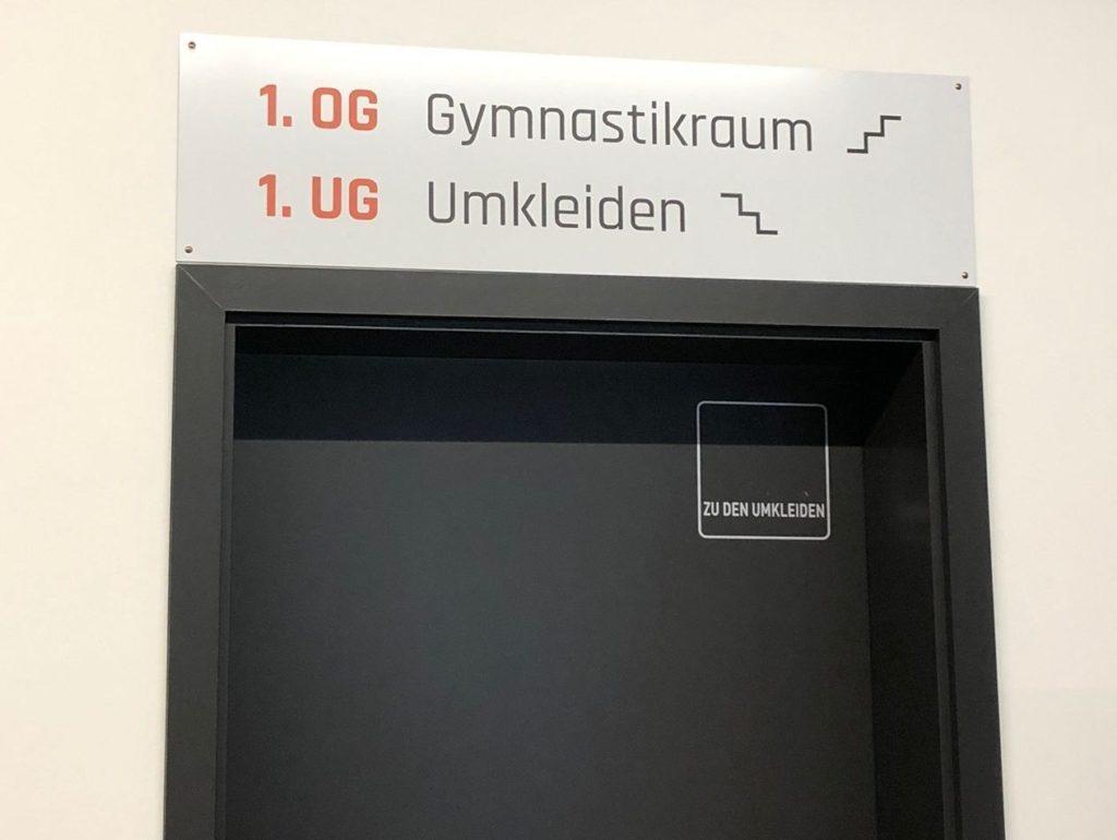 Eingang Treppenhaus PHYSICS